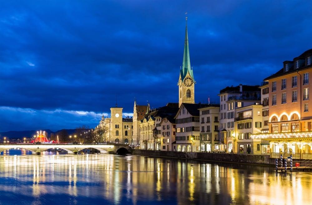 Zurich%20at%20night%20in%20Switzerland